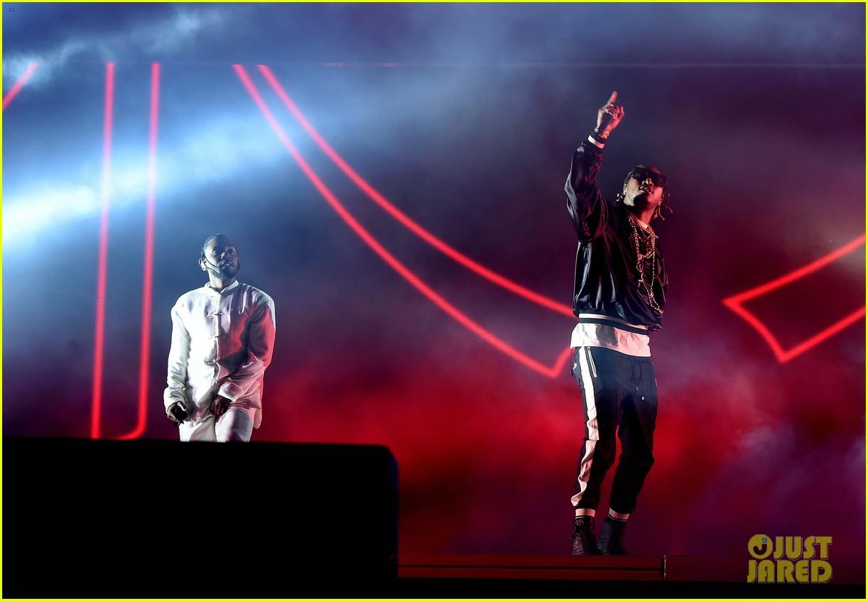 Kendrick Lamar Performs New 'DAMN ' Songs At Coachella 2017 - See