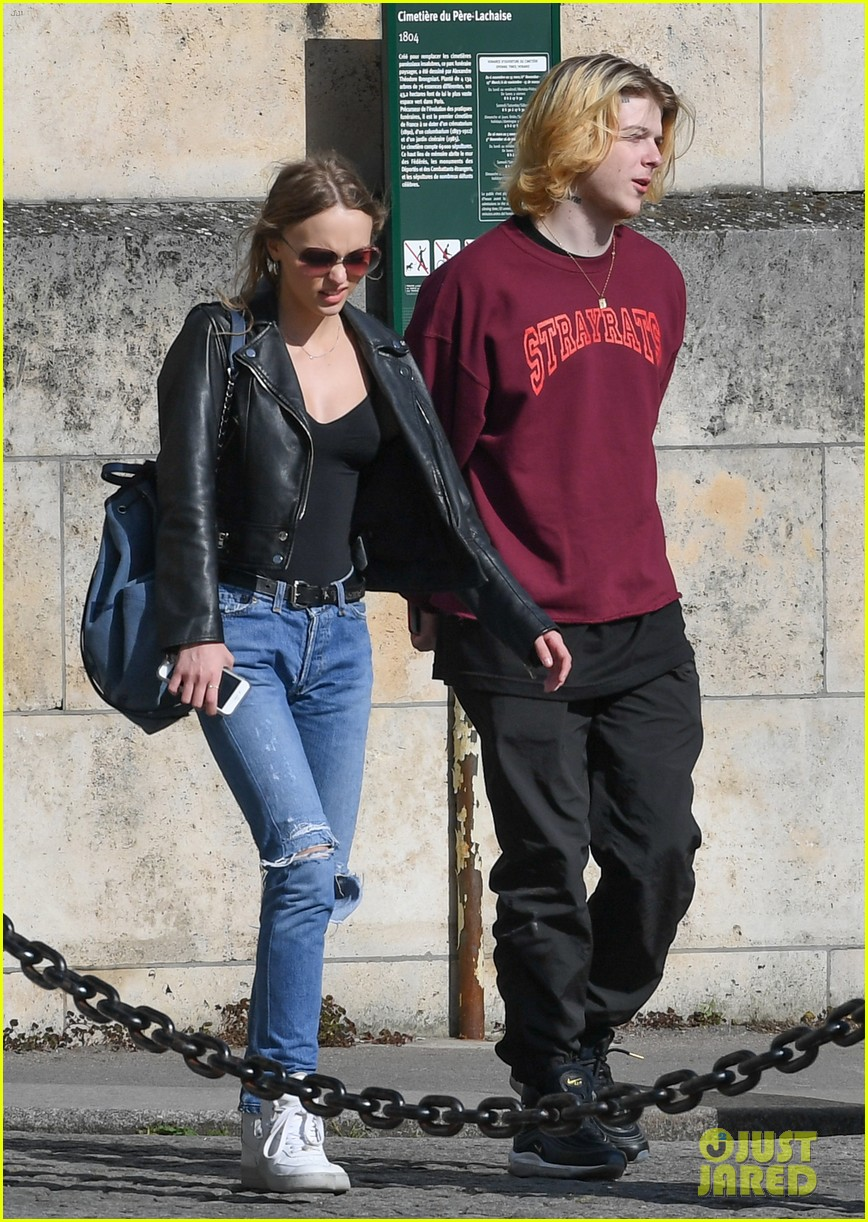 4d3b74b5e9fe Lily-Rose Depp & Boyfrend Ash Stymest Shop For Shoes: Photo 3885380 ...