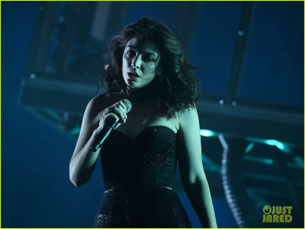 lorde performs on coachella weeknd two 013889948