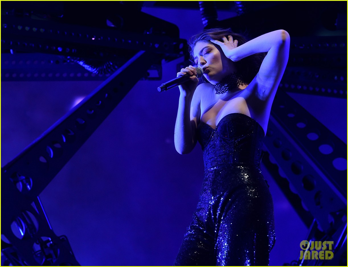lorde performs on coachella weeknd two 033889950