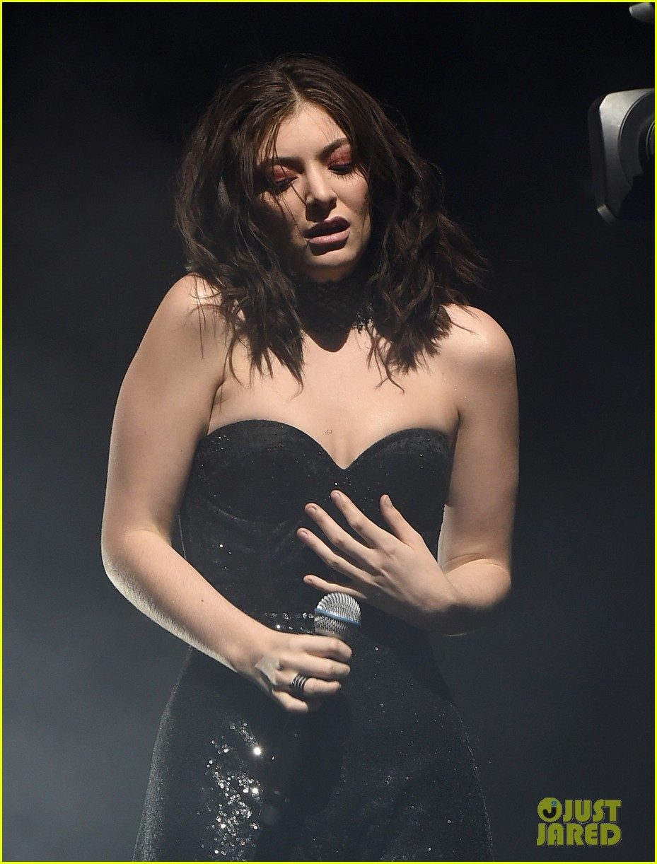 lorde performs on coachella weeknd two 043889951