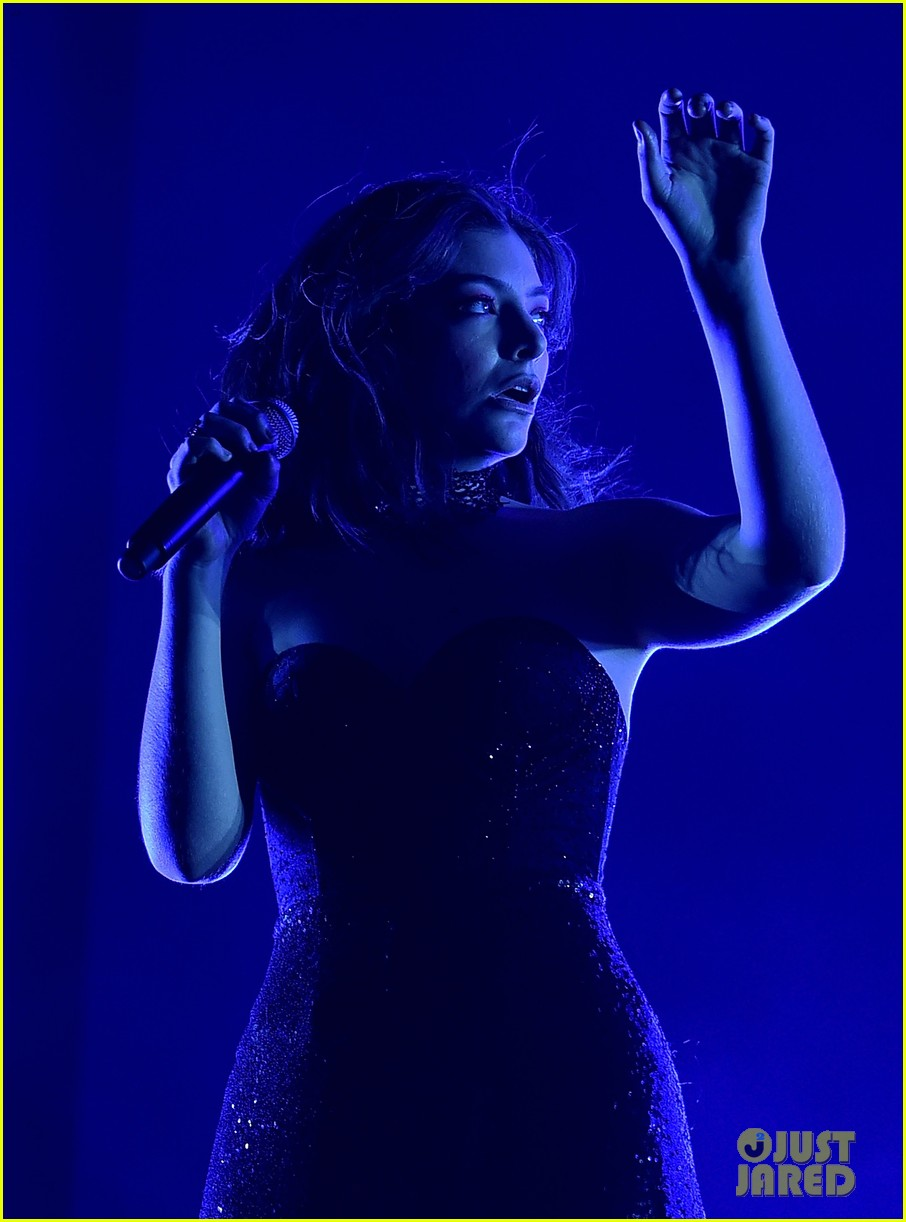 lorde performs on coachella weeknd two 053889952