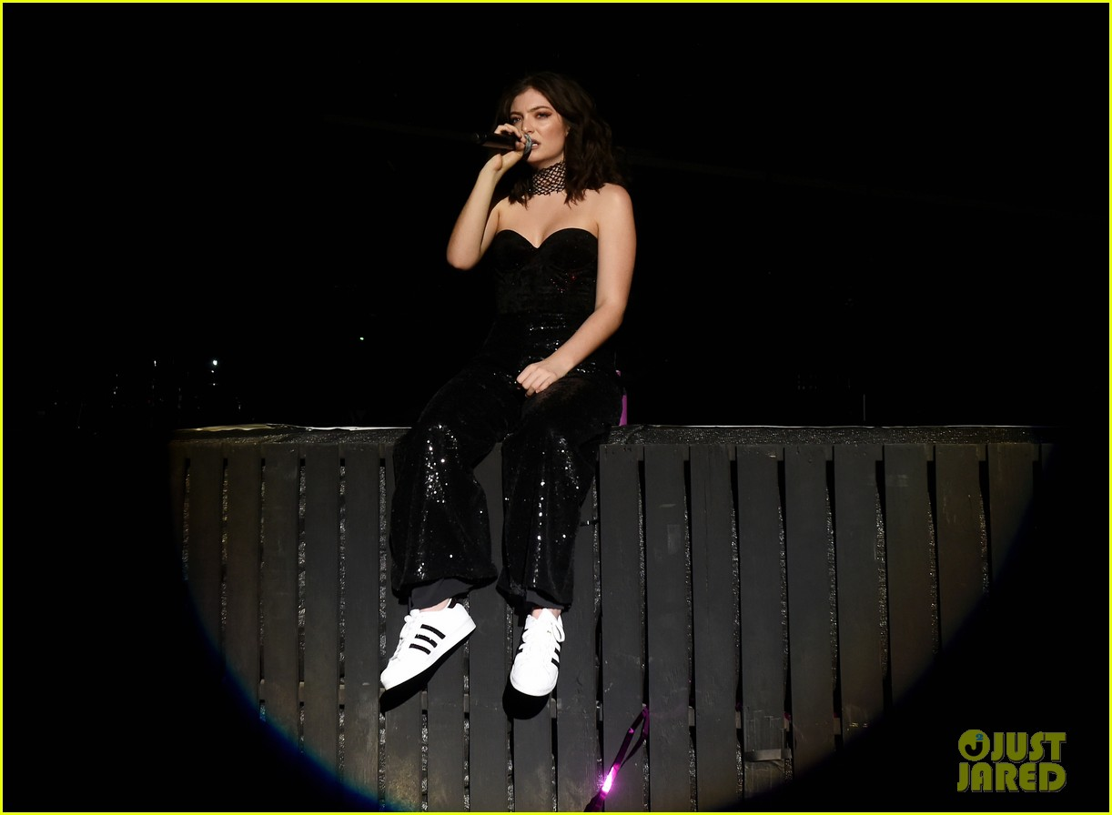 lorde performs on coachella weeknd two 063889953