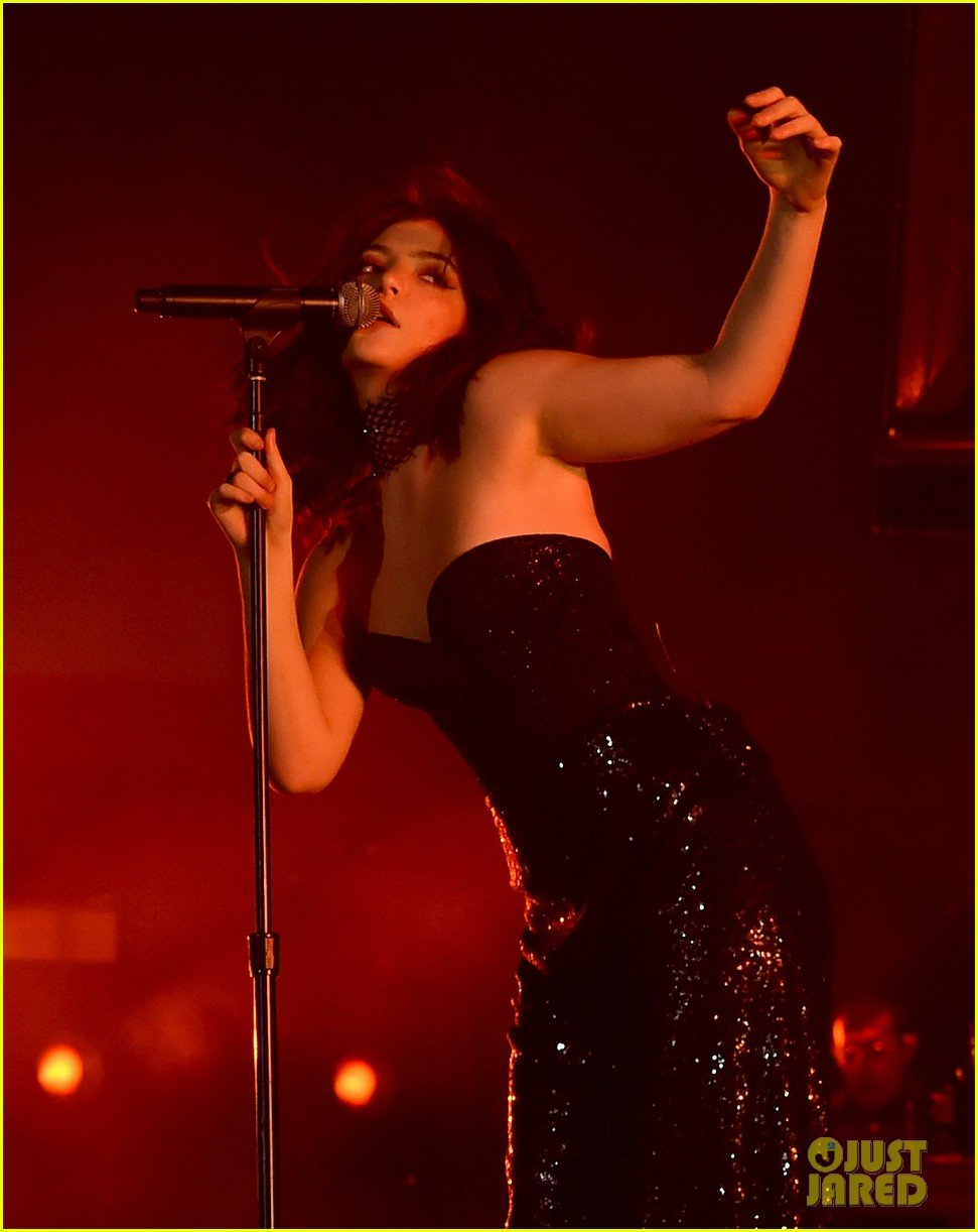 lorde performs on coachella weeknd two 083889955