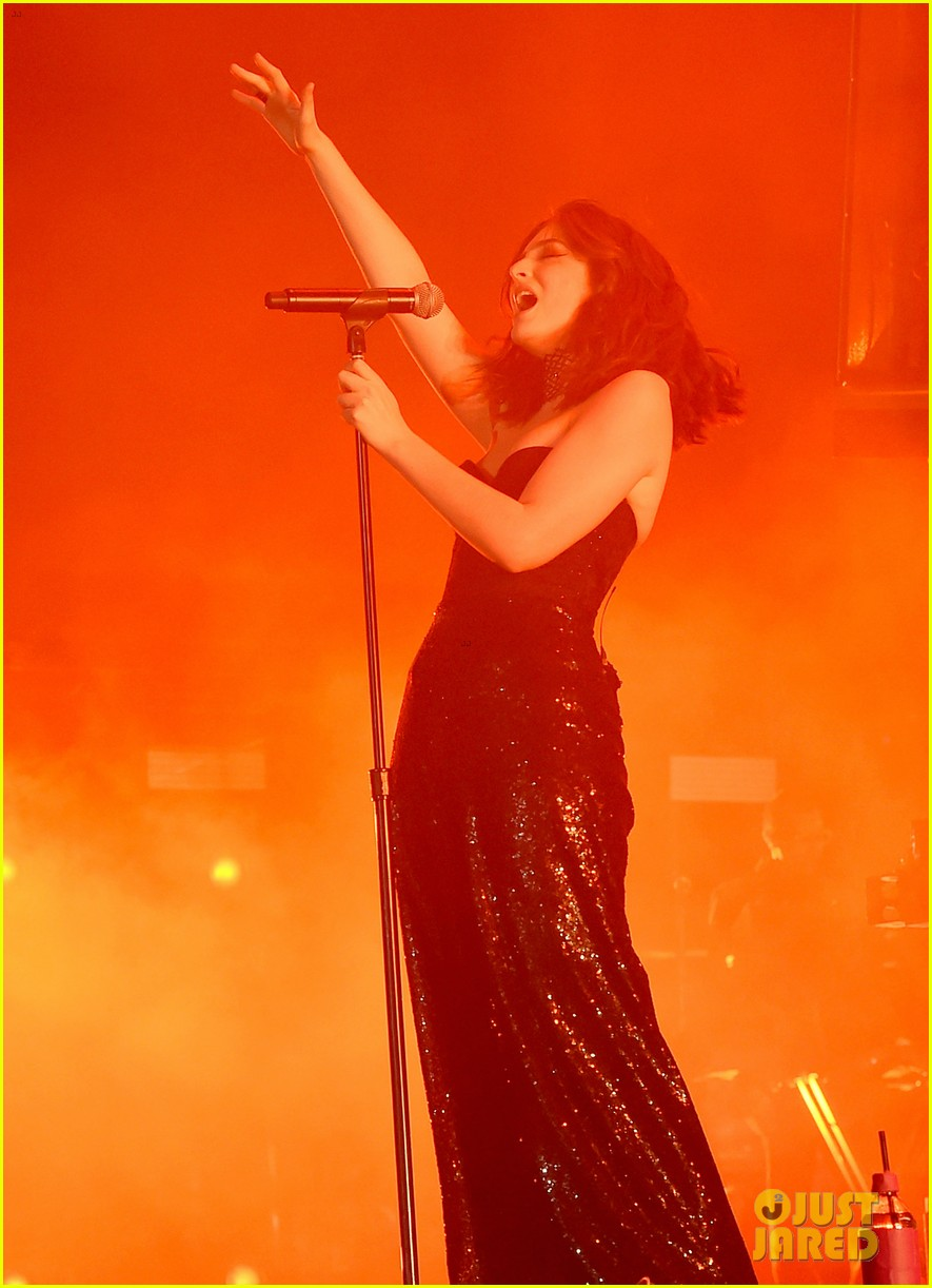 lorde performs on coachella weeknd two 093889956