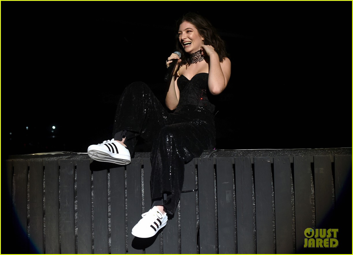 lorde performs on coachella weeknd two 113889958