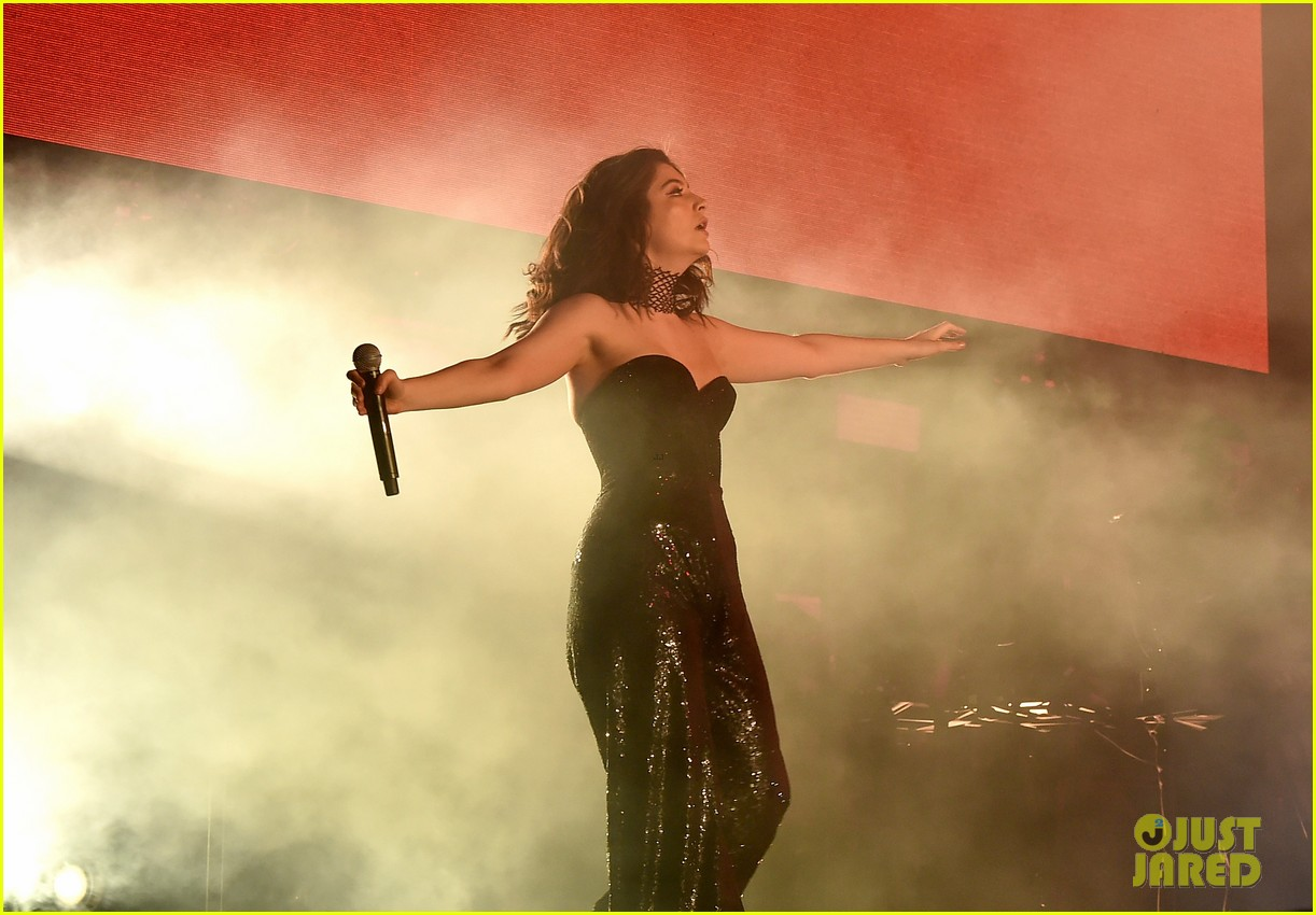 lorde performs on coachella weeknd two 123889959