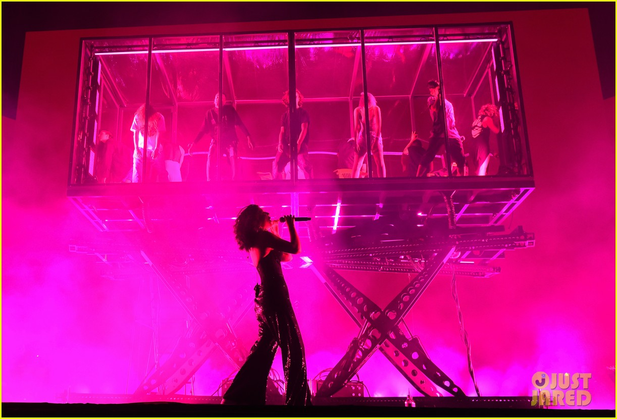 lorde performs on coachella weeknd two 133889960