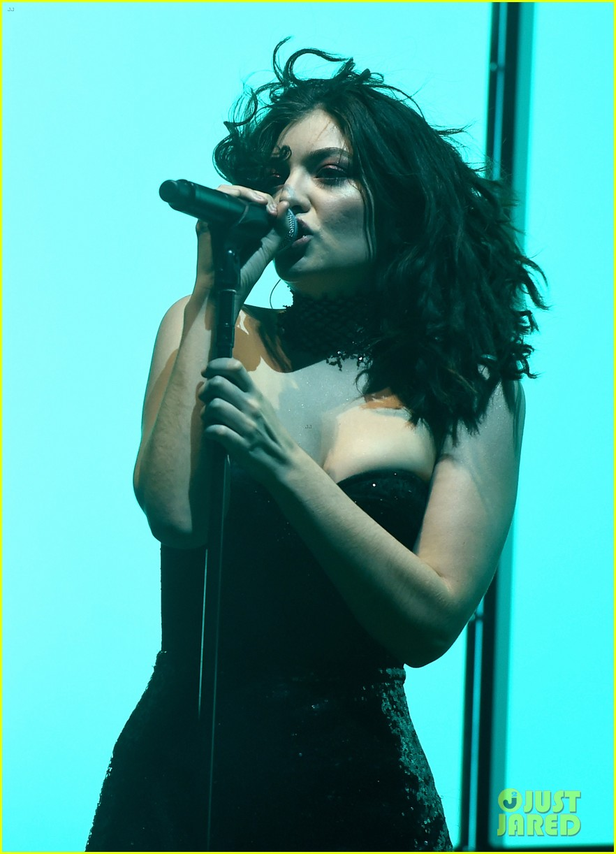 lorde performs on coachella weeknd two 153889962