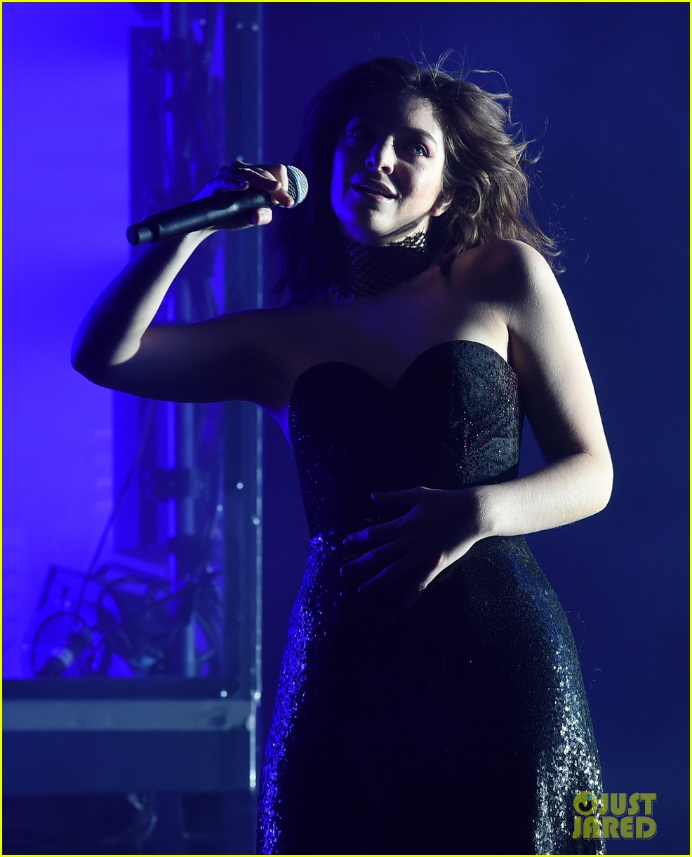 lorde performs on coachella weeknd two 163889963
