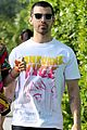 nicki minaj says she roughed up joe jonas on set 01