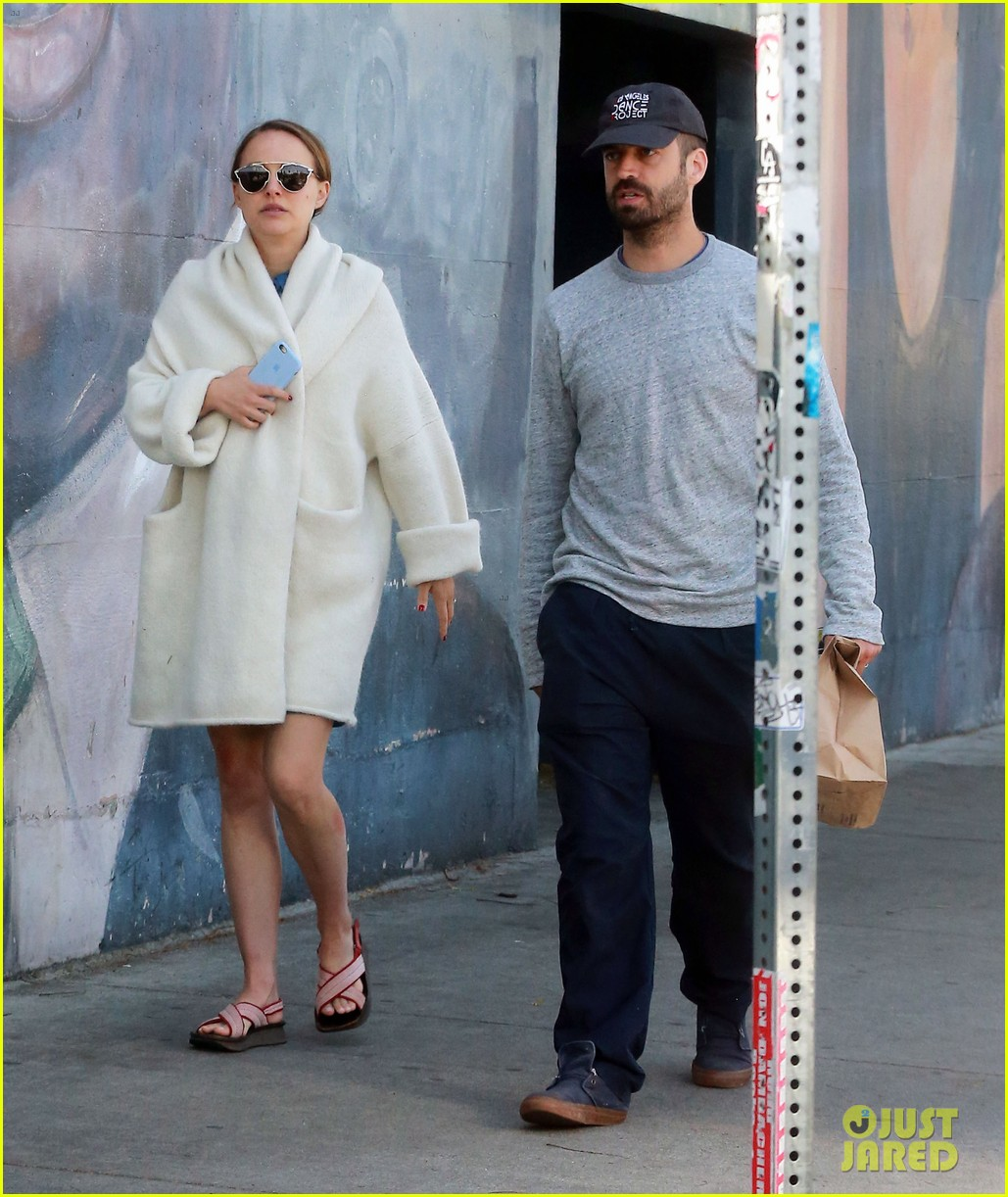natalie portman and benjamin billepied grab lunch sans daughter amalia 053885600