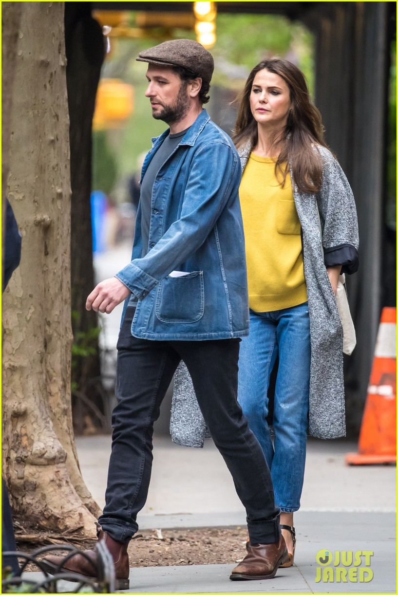 matthew rhys keri russell enjoy an afternoon in nyc 023890605