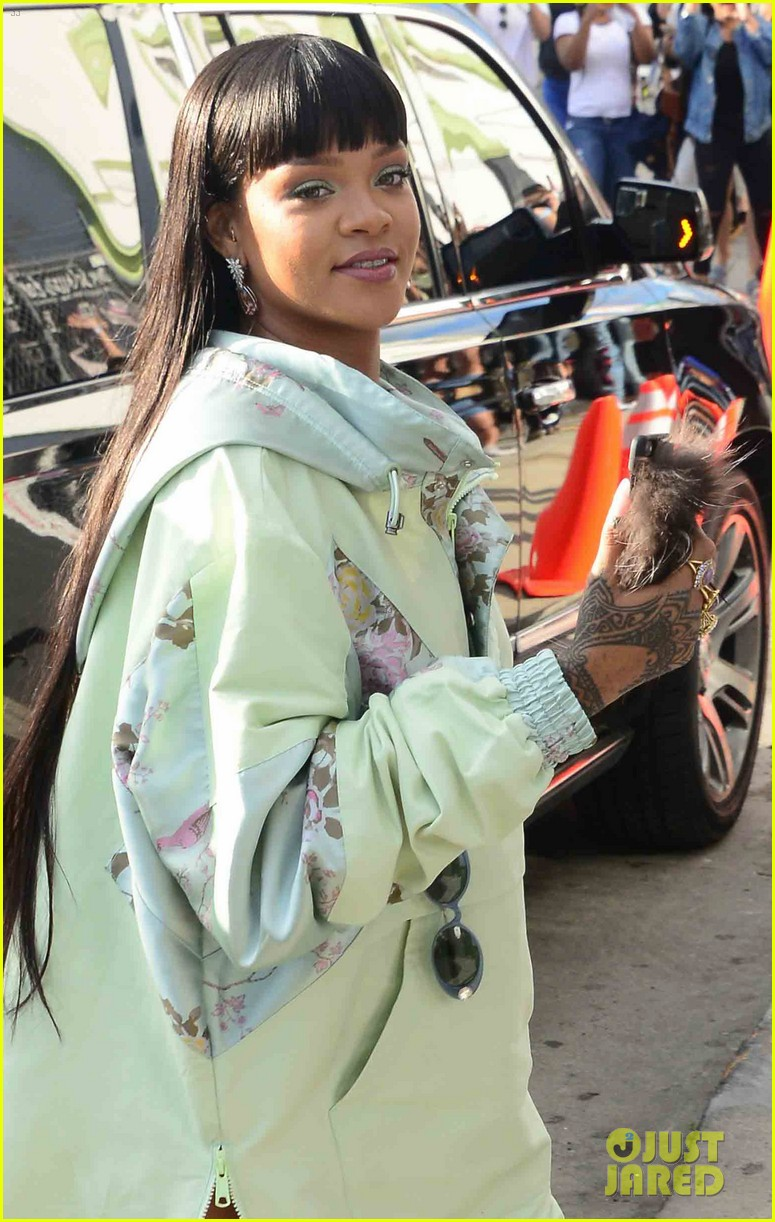 Rihanna Opens Her Fenty X Puma Pop-Up Shop in Hollywood!  Photo ... a816c6daef95