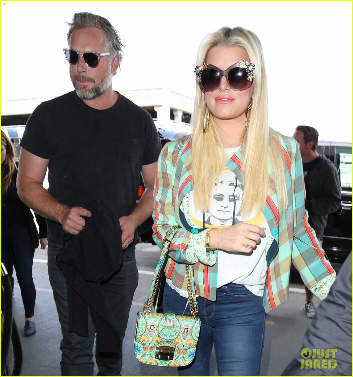 jessica simpson husband eric johnson fly out of town together 023887685