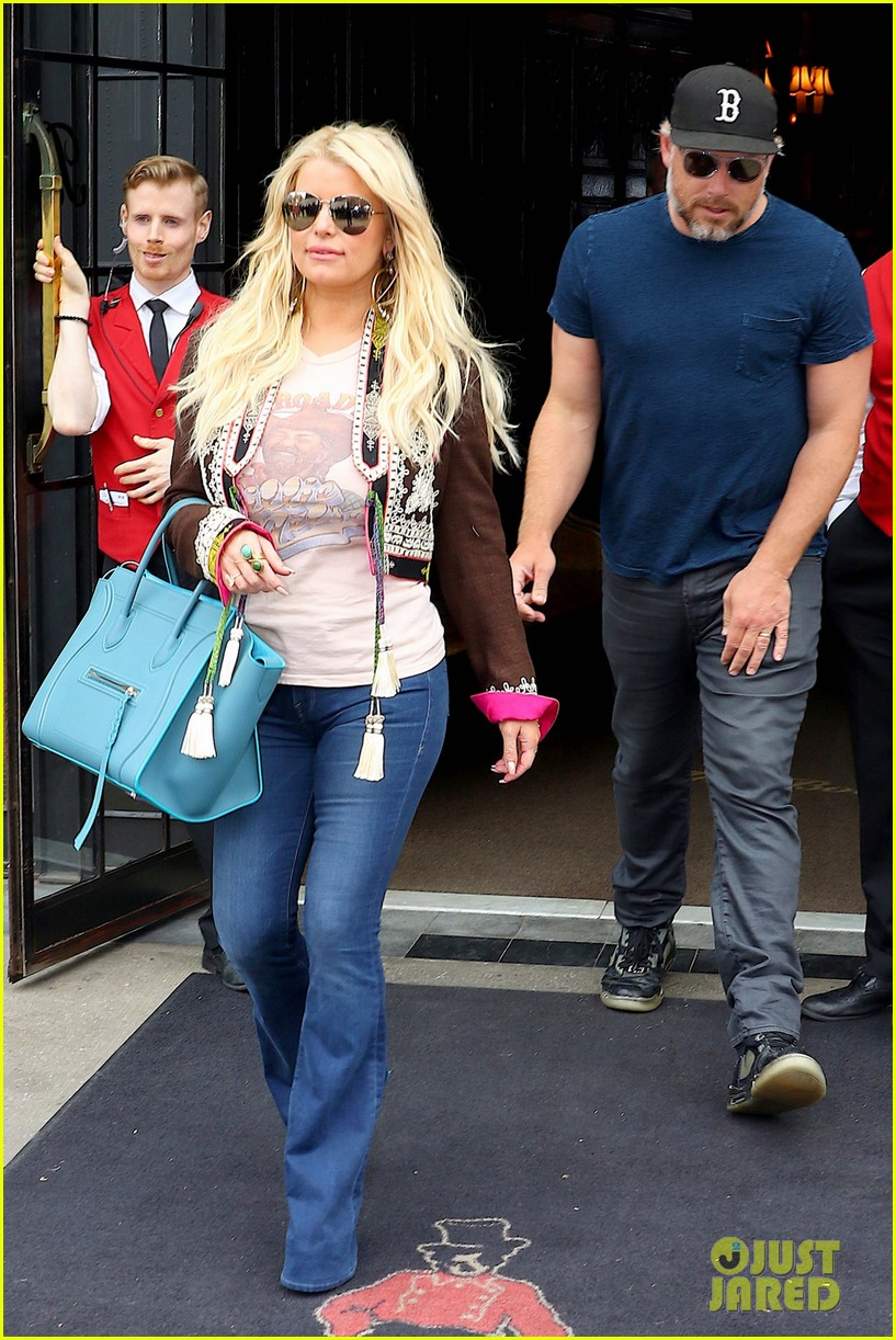 jessica simpson and eric johnson grab lunch before flight home 013889892