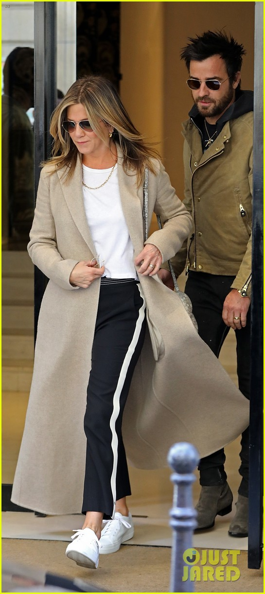 jennifer aniston justin theroux out in paris 033885099