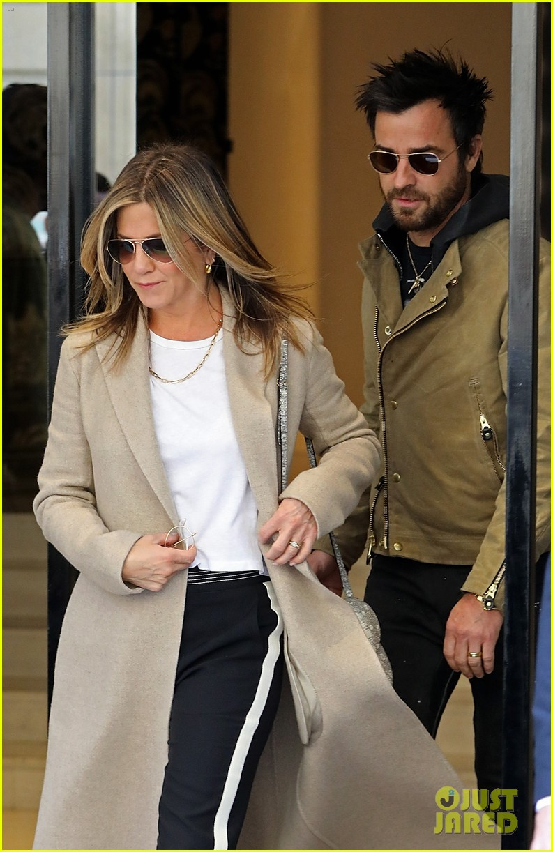 jennifer aniston justin theroux out in paris 043885100
