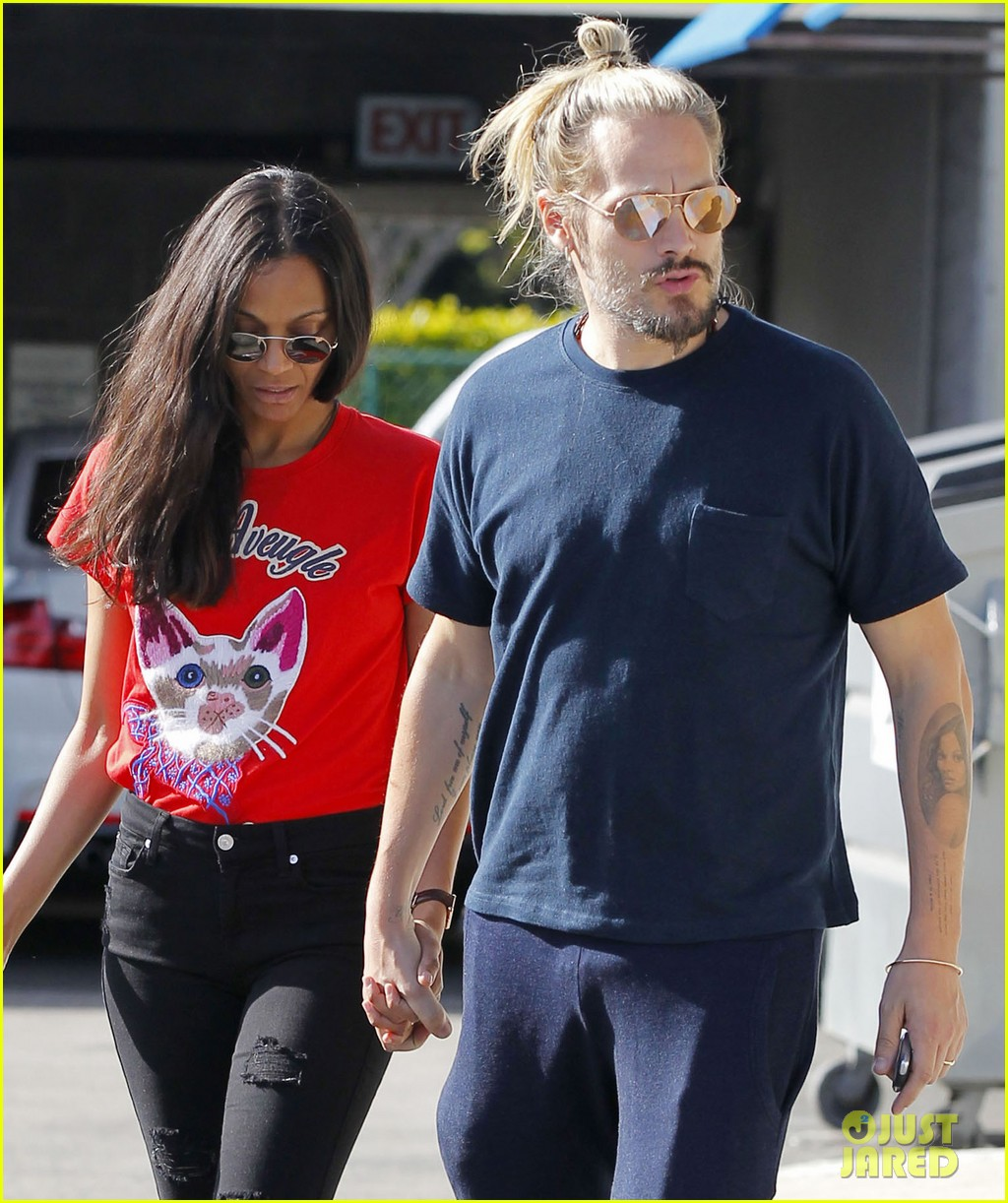 zoe saldana says she was bullied in school for speaking english 023885620