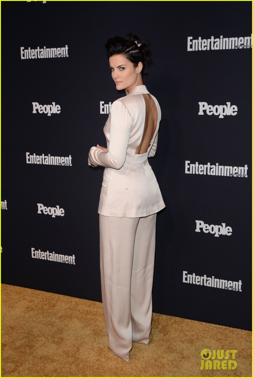 jaimie alexander rocks big hair at ew peoples upfronts party 043899628
