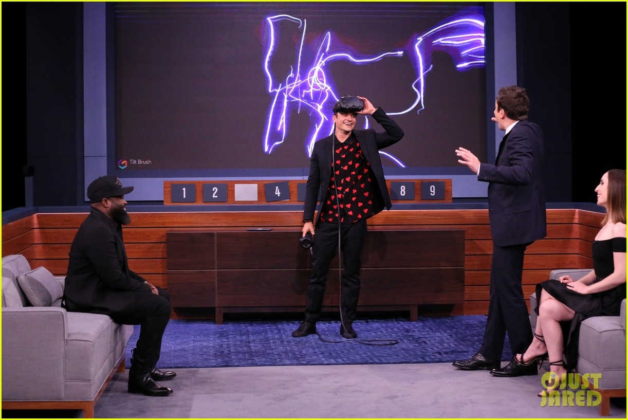 orlando bloom faces off against jimmy fallon on the tonight show 043905386