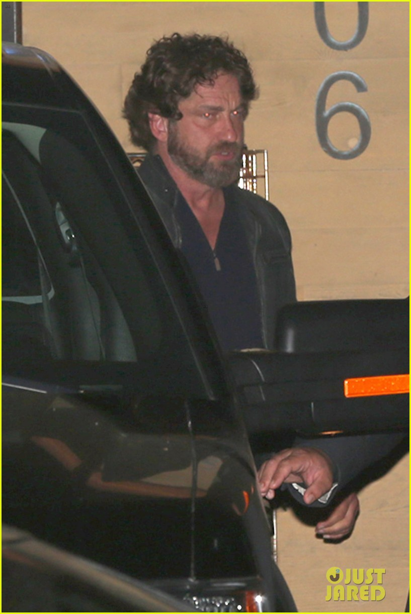 gerard butler dines at nobu malibu on memorial day 033906948