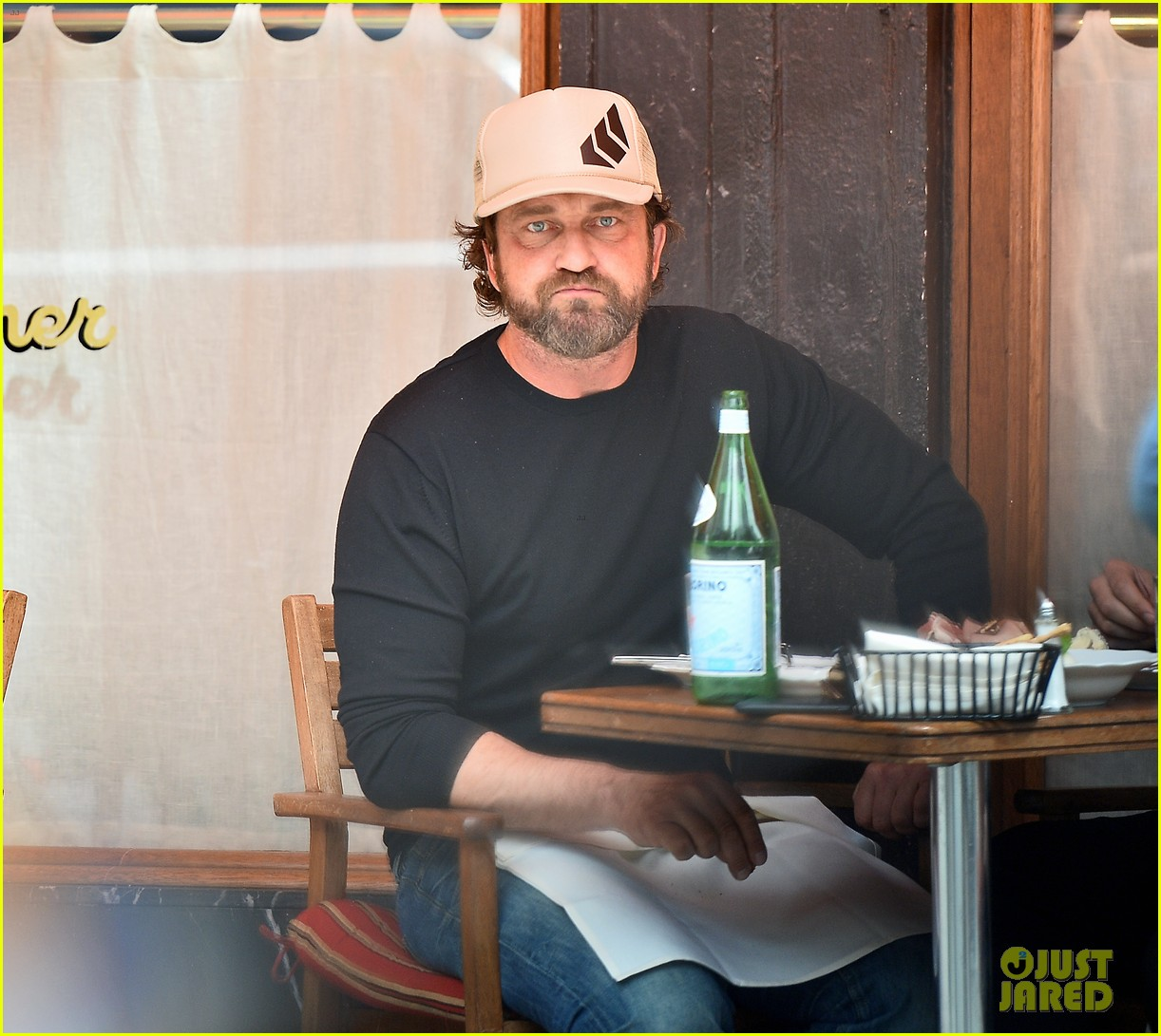 gerard butler enjoys outdoor meal and bike ride around nyc 023905738