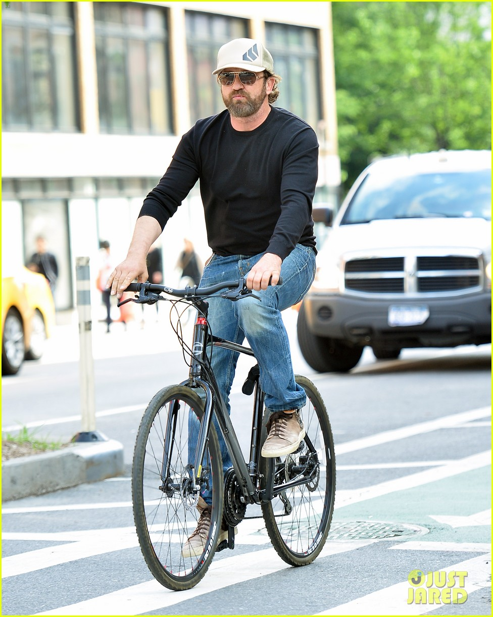 gerard butler enjoys outdoor meal and bike ride around nyc 053905741