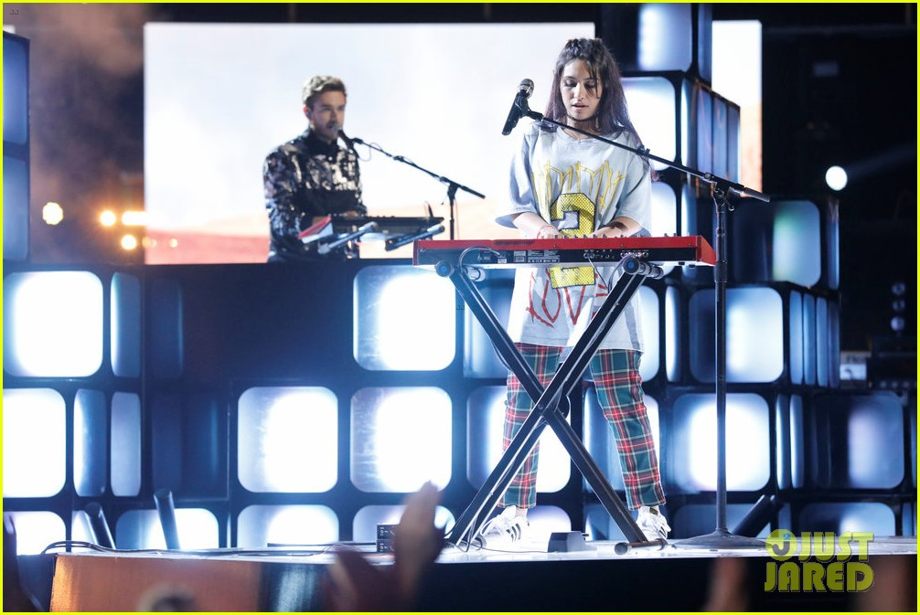 alessia cara zedd perform stay on the voice053904493