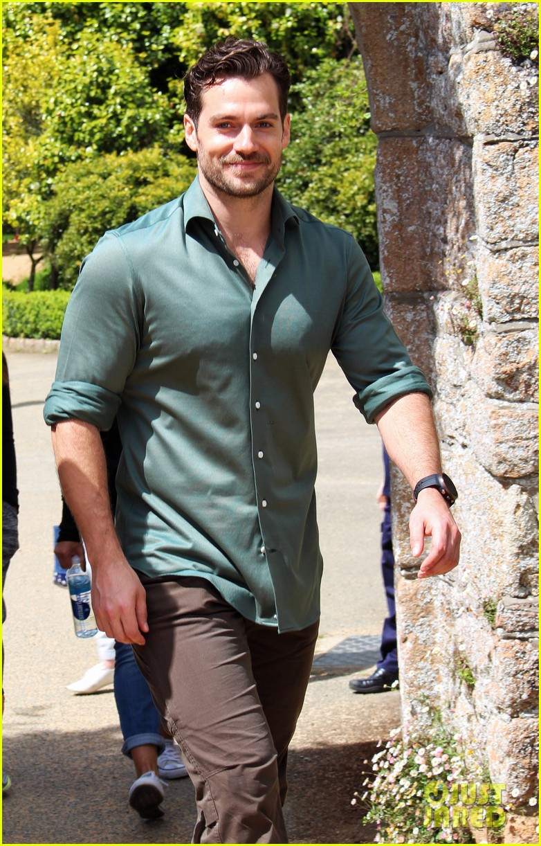 henry-cavill-gets-sweaty-for-durrell-cha