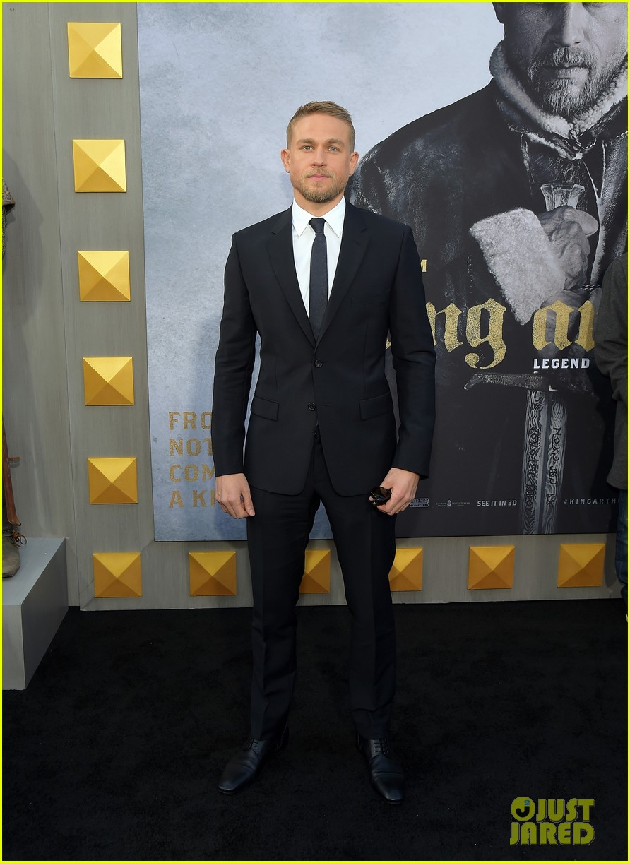 charlie hunnam suits up for king arthur premiere013896859
