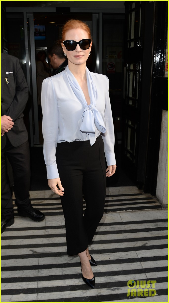jessica chastain stylishly arrives in london013895633
