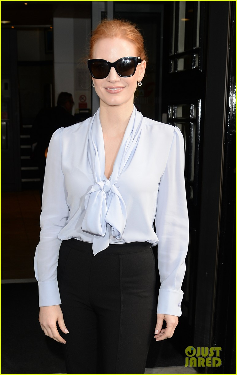 jessica chastain stylishly arrives in london033895635