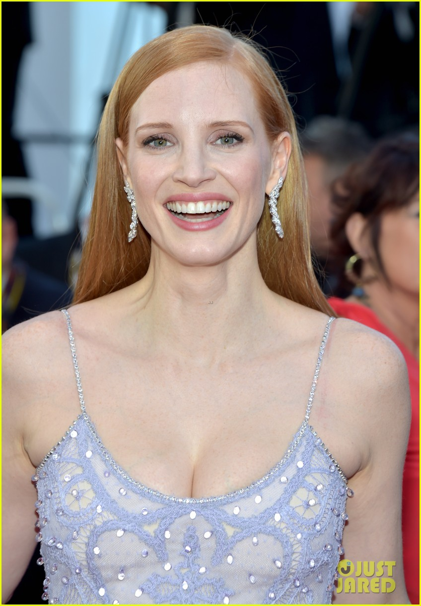 jessica chastain julianne moore continue their fashion fun in cannes 023901604
