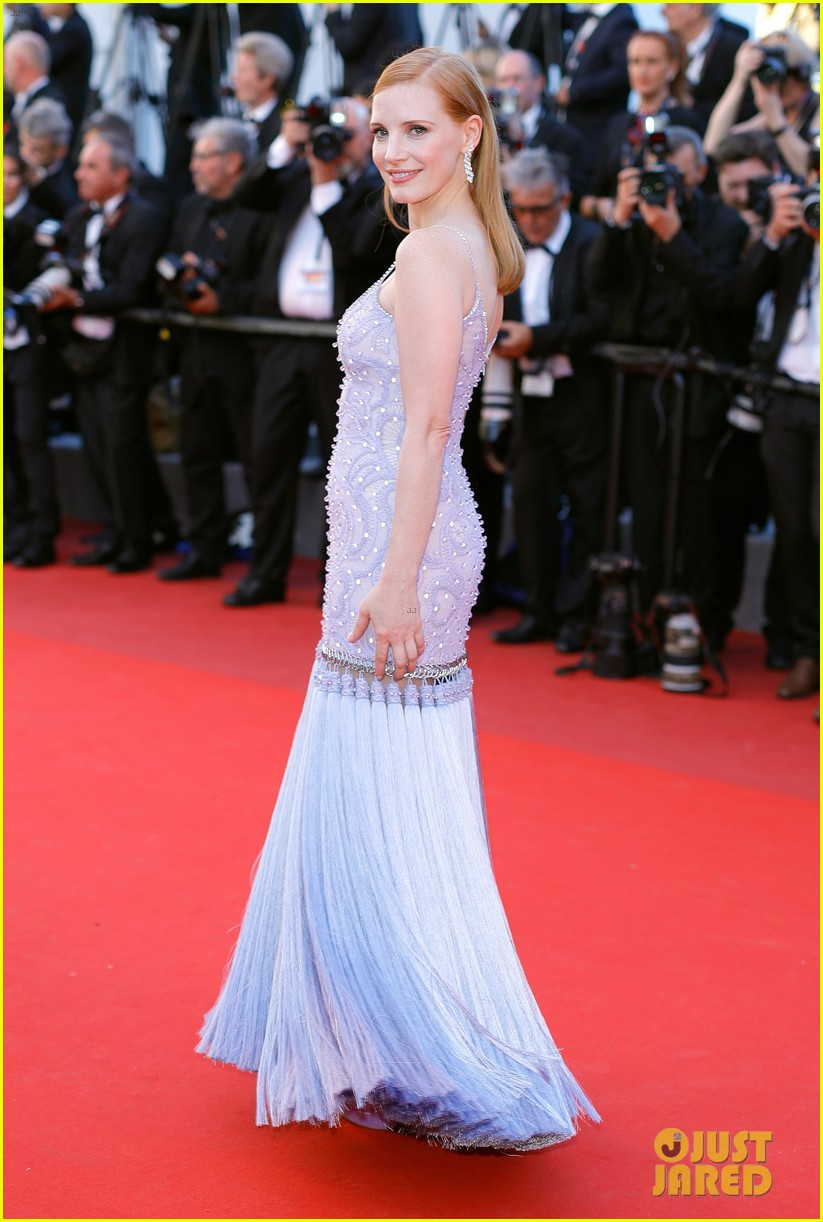 jessica chastain julianne moore continue their fashion fun in cannes 043901606
