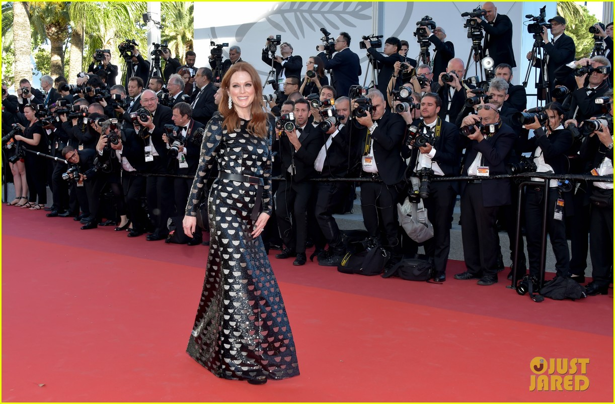 jessica chastain julianne moore continue their fashion fun in cannes 063901608