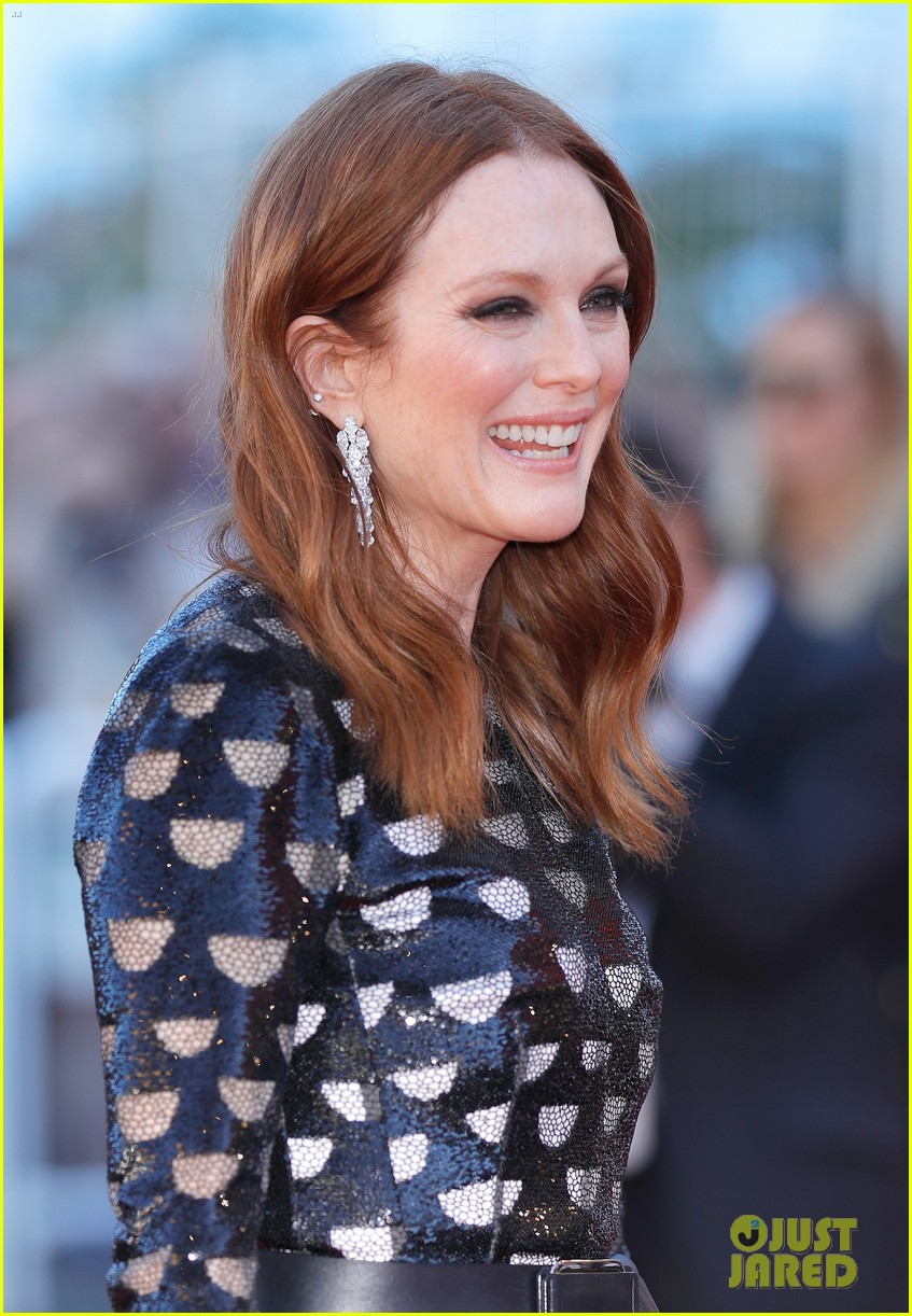 jessica chastain julianne moore continue their fashion fun in cannes 073901609