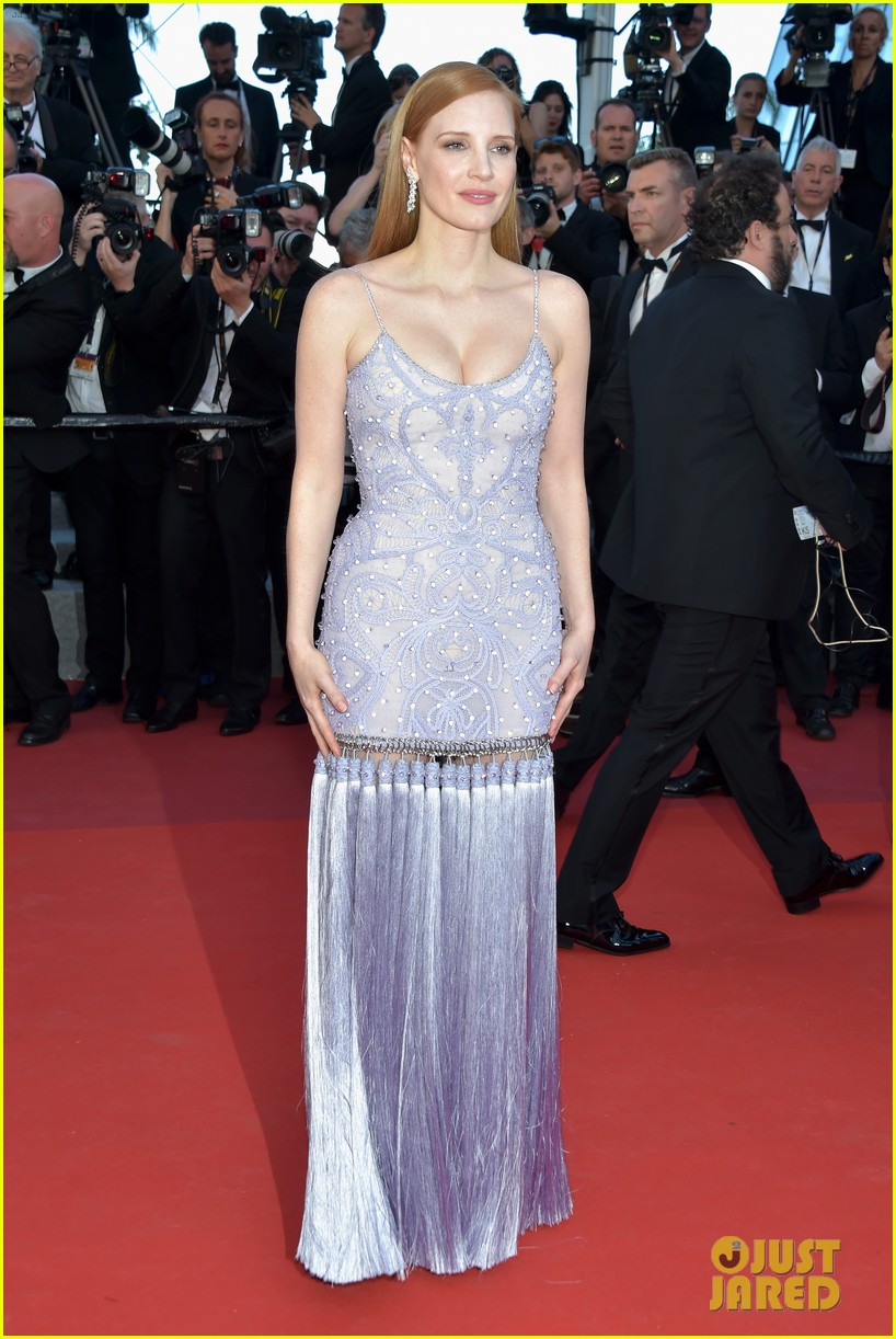jessica chastain julianne moore continue their fashion fun in cannes 093901611