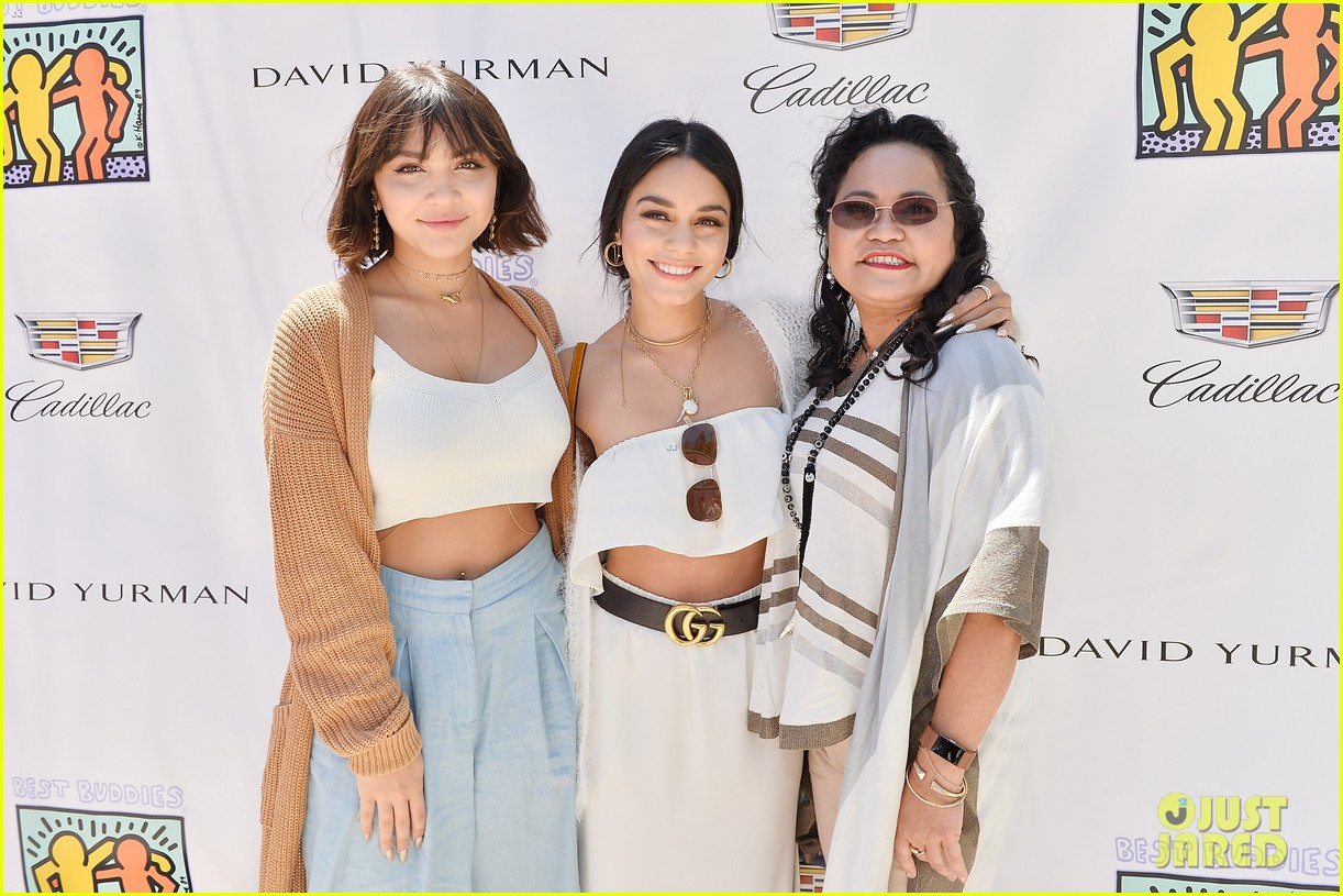cindy crawford kaia gerber host best buddies mothers day luncheon 023898794