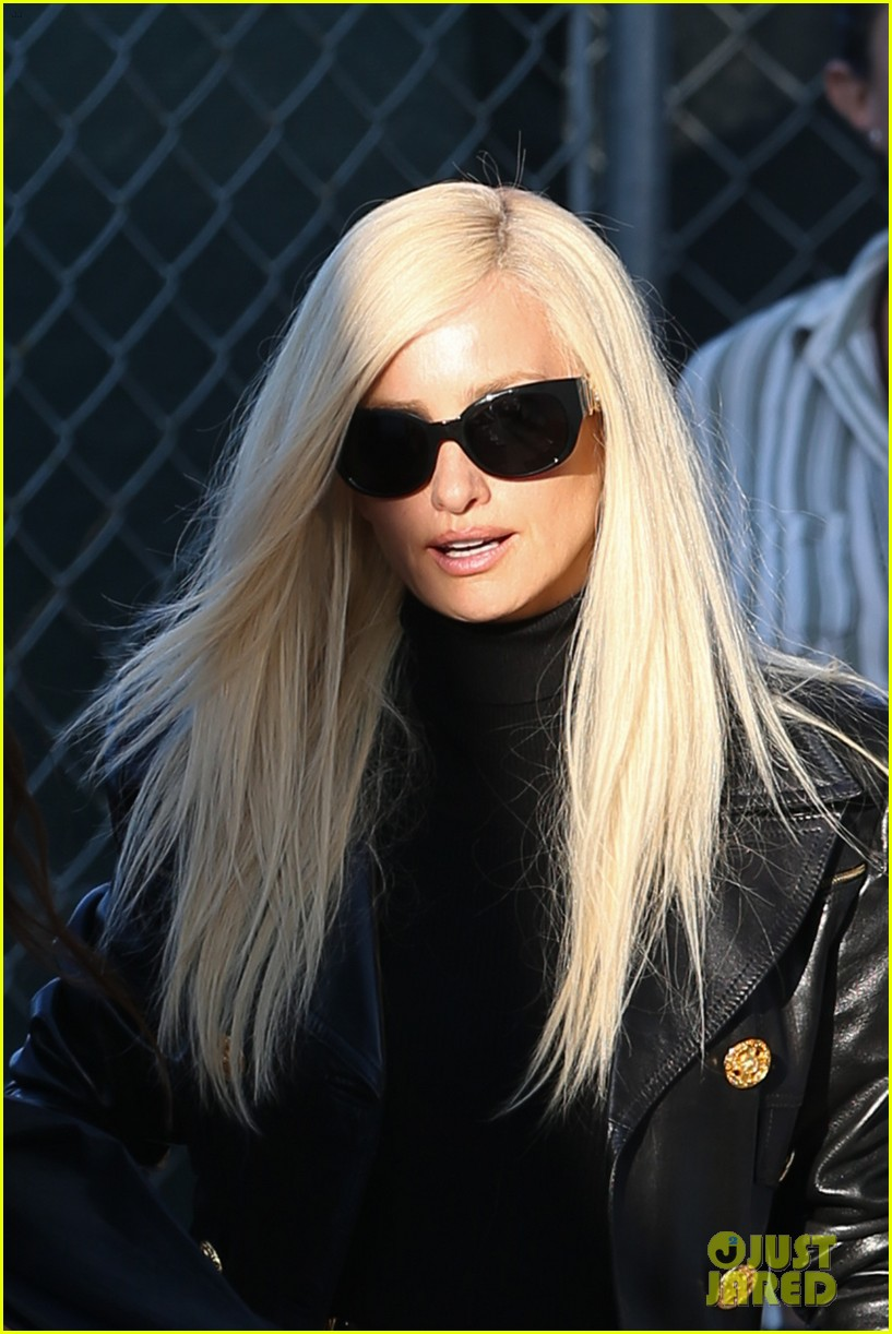 096afe9bd6 Penelope Cruz as Donatella Versace - First Look 'American Crime ...