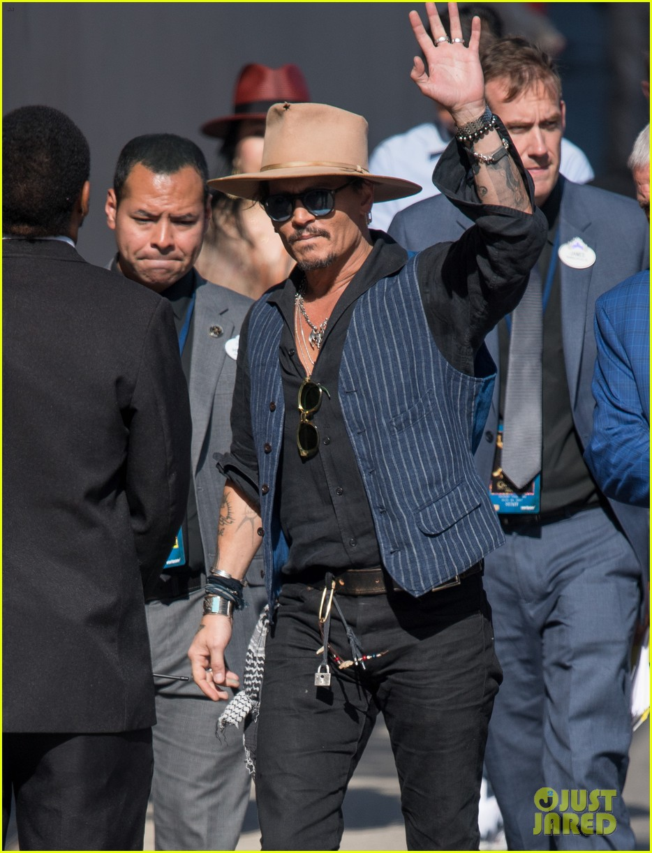 johnny depp greets jimmy kimmel with a smooch talks surprising people at disneyland 043901396