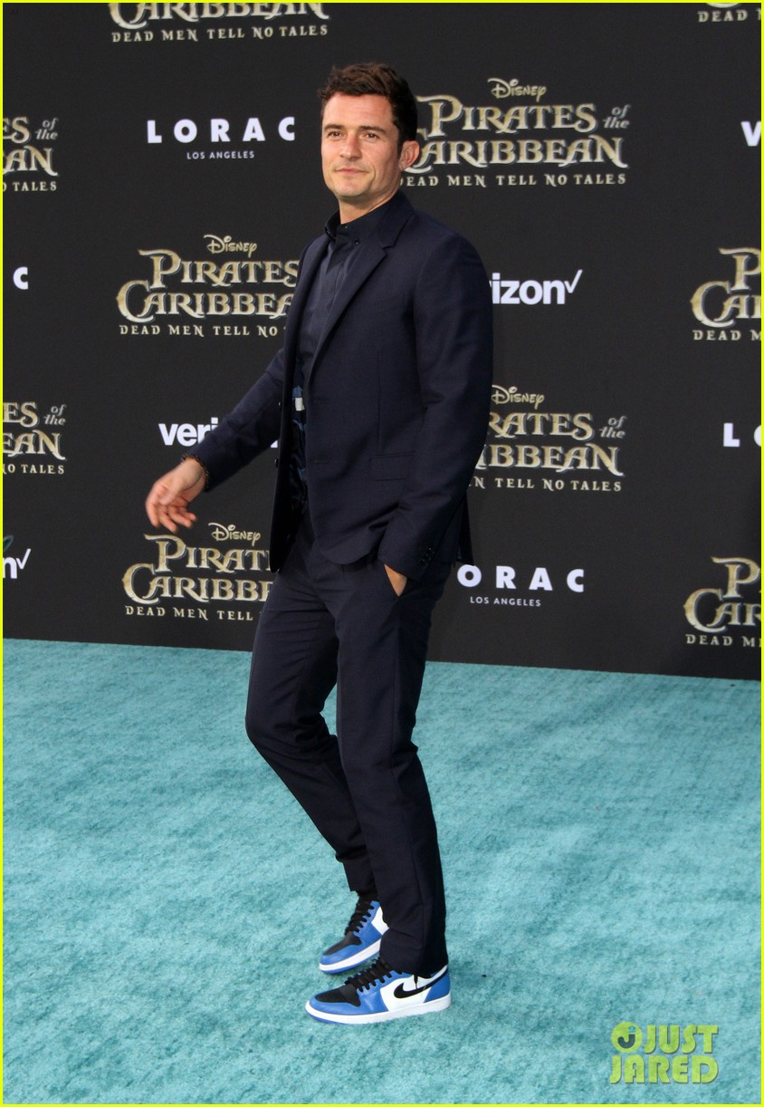 johnny depp orlando bloom premiere pirates in hollywood 263901329