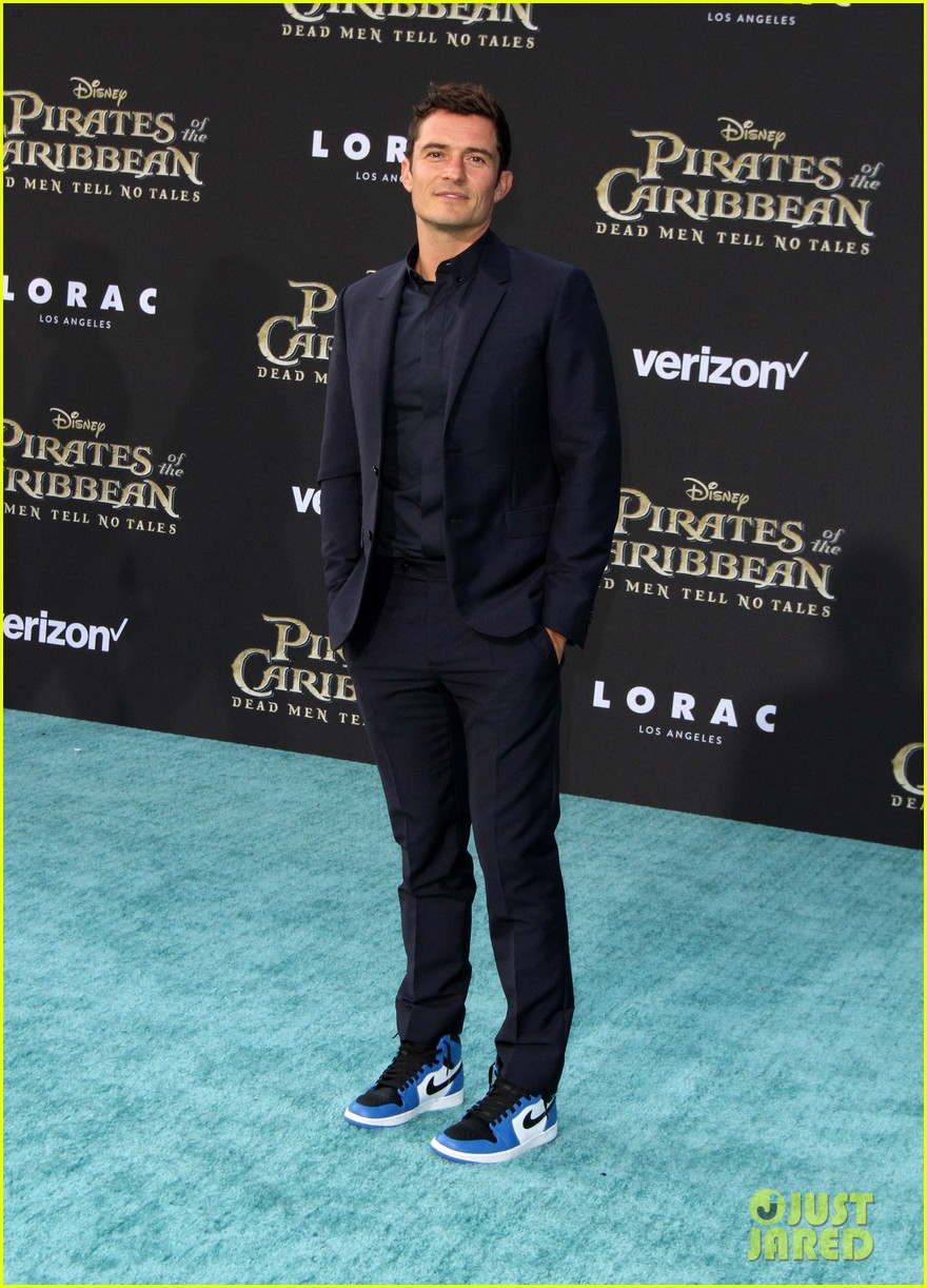 johnny depp orlando bloom premiere pirates in hollywood 273901330