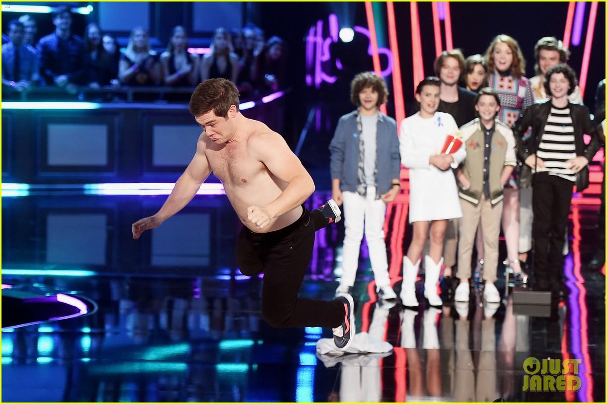 adam devine wraps mtv awards shirtless 053896360