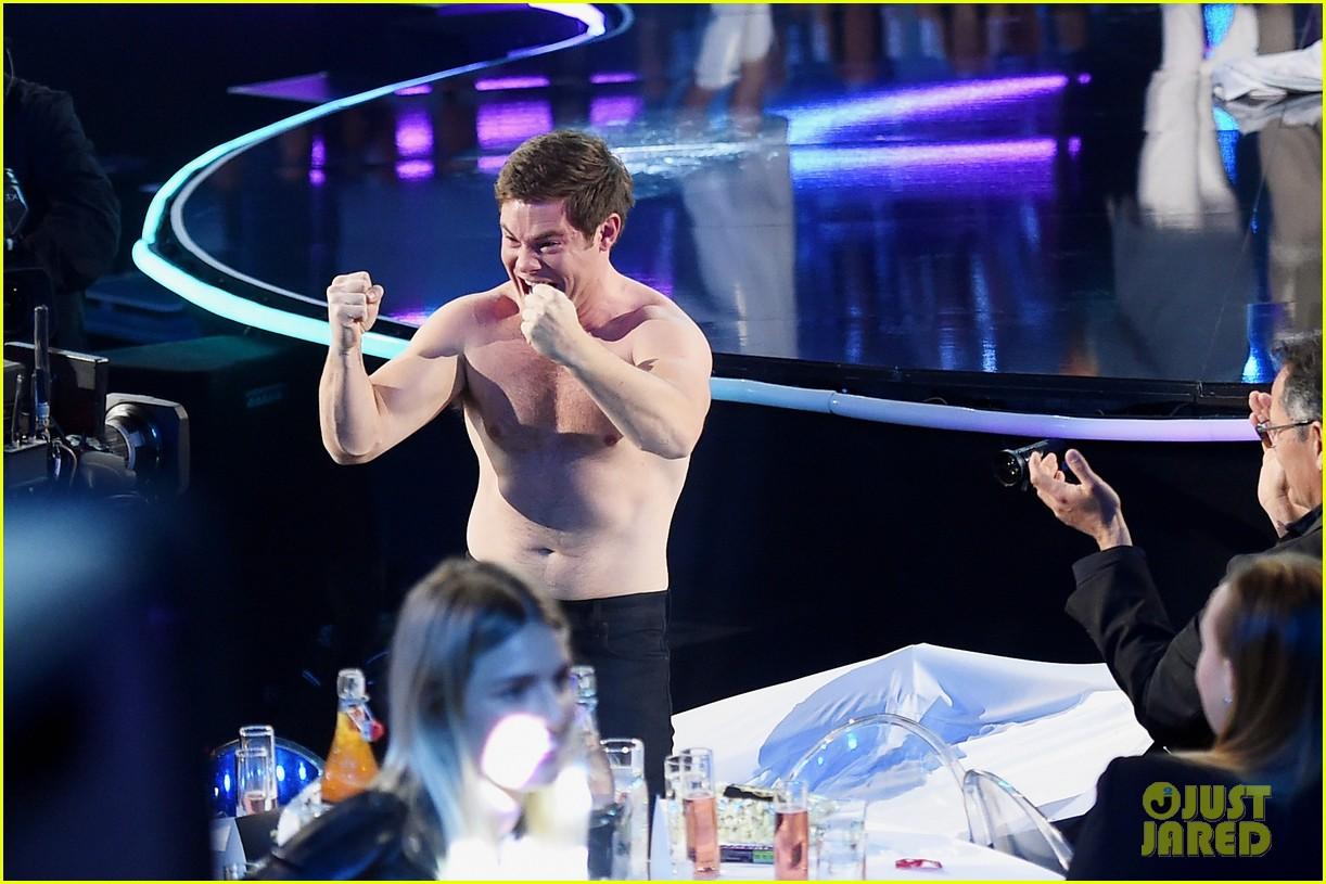 adam devine wraps mtv awards shirtless 063896361