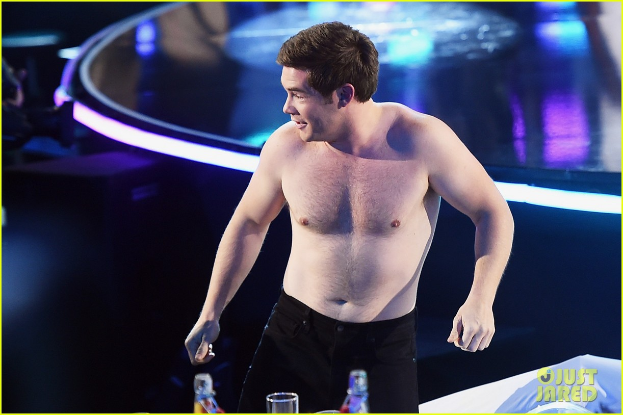 adam devine wraps mtv awards shirtless 073896362