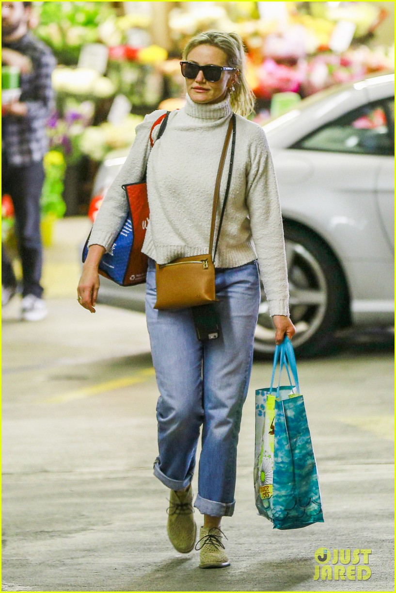 cameron diaz stocks up on groceries in beverly hills023901350