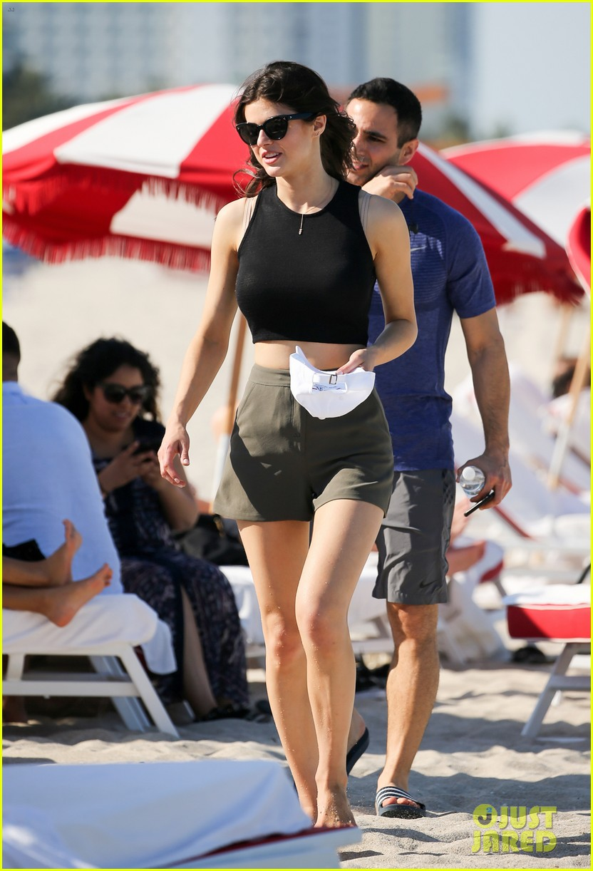 zac efron alexandra daddario hang out poolside in miami 053898366