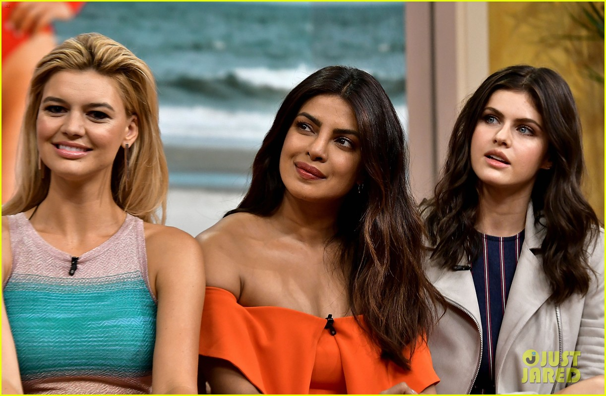 zac efron priyanka chopra and alexandra daddario promote baywatch in miami 053898044