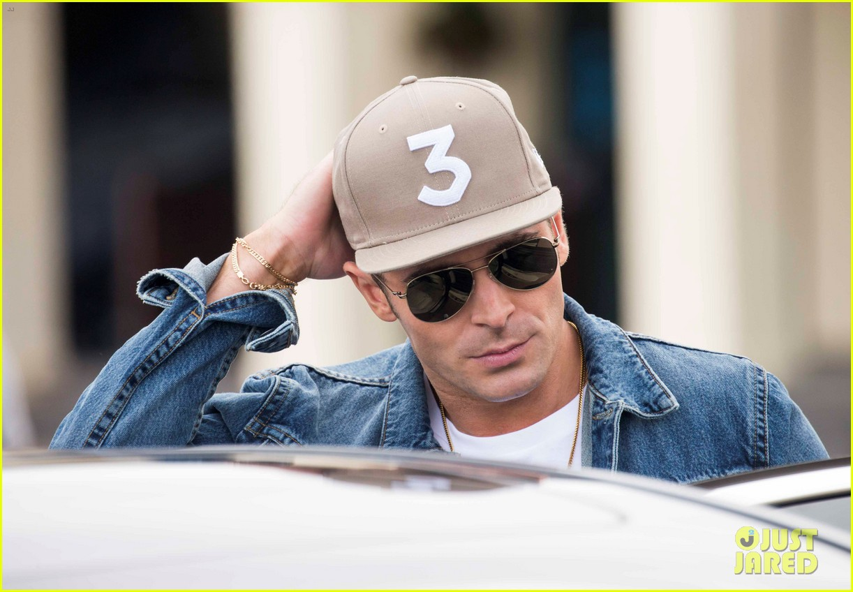 zac efron and alexandra daddario visit bondi beach lifeguard team 043902401